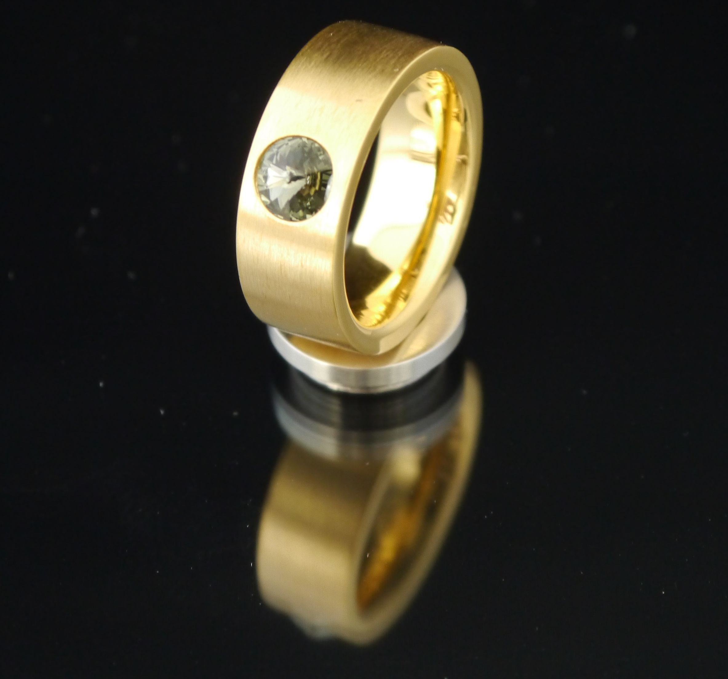 8mm PVD Gold Edelstahlring mit Swarovski Elements Fb. Black Diamond