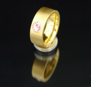 8mm PVD Gold Edelstahlring mit Swarovski Elements Fb. Light Rose