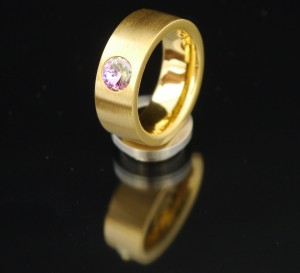 8mm PVD Gold Edelstahlring mit Swarovski Elements Fb. Crystal Vitrail light